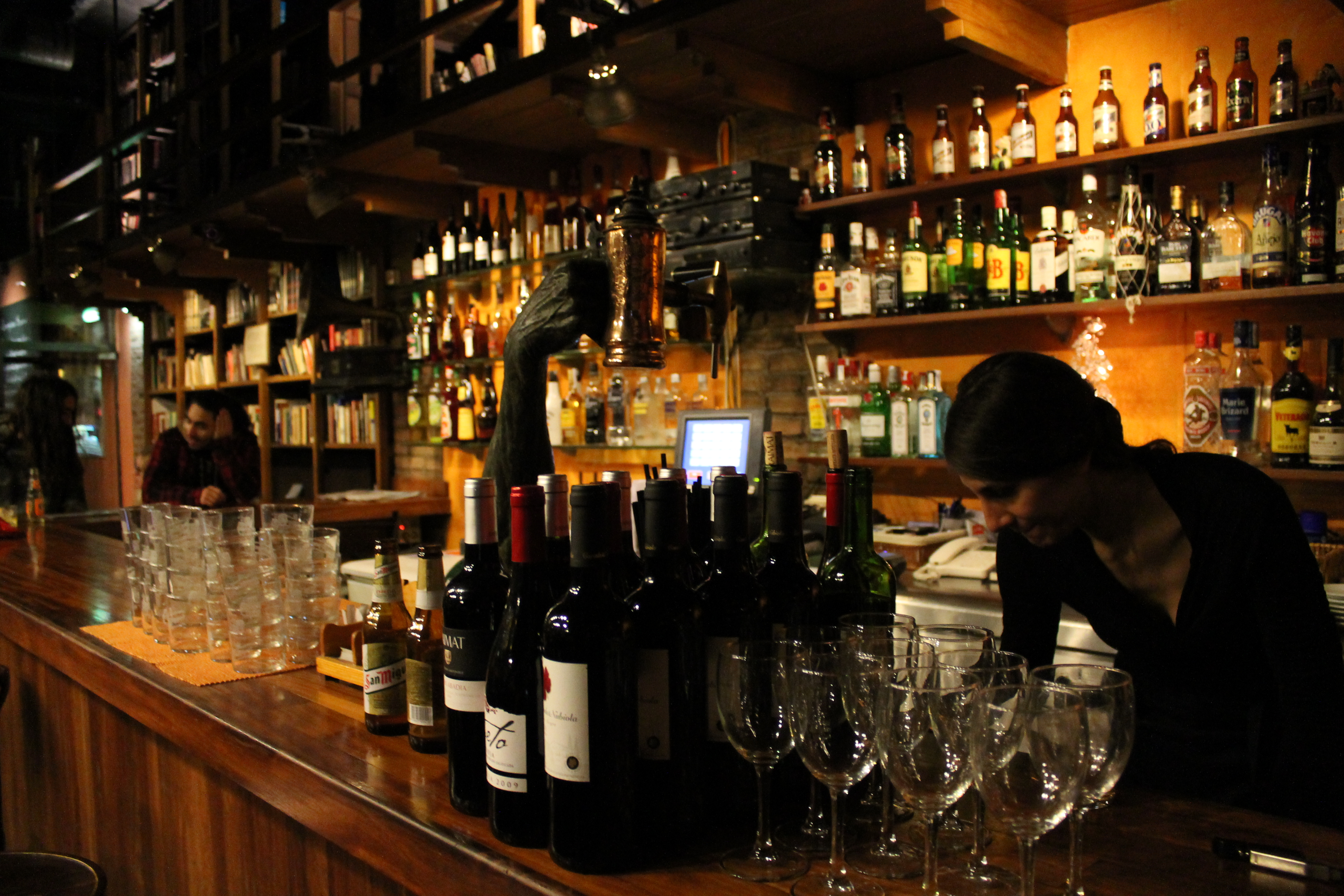 Barra bar teatreneu cultibar for Barra de bar exterior