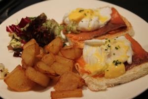 Huevos Benedict, con salmón