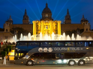 Gourmet Bus_in front of the National Palace Nacional of Monjuic_Picture by Frederic Camallonga