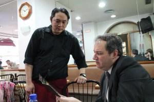 Interectuando con los camareros
