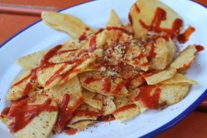 Crujiente de patata con salsa picante