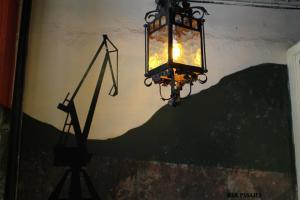 Bar Pasajes, con grúas, por la localidad guipuzcoana