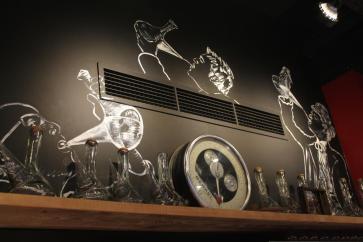 El porrón está presenta en Paella Bar
