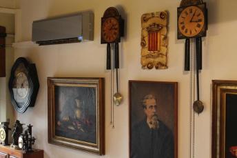 Los relojes de Pitarra en el restaurante