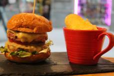 La hamburguesa, santo y seña de la casa
