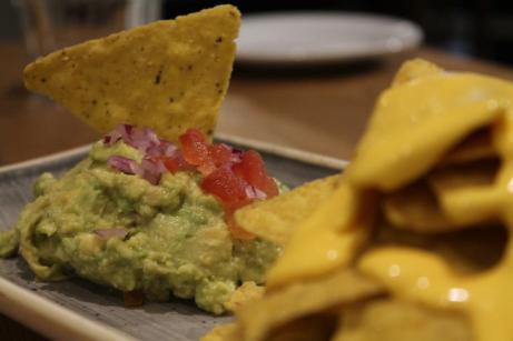 Las nachos con guacamole de La Fresca