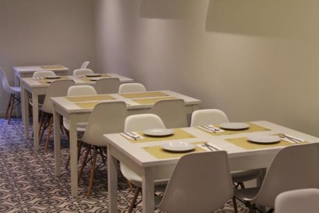 Un restaurante minimalista