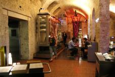 el-espacio-del-bistrot-de-vins-junto-al-restaurante-louis-1856