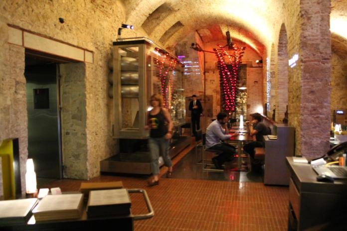 El espacio del bistrot de vins, junto al Restaurante Louis1856 de Moritz
