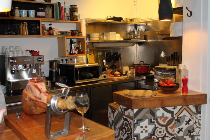 cocina-minuscula-y-llena-de-ilusiones_2563x1709